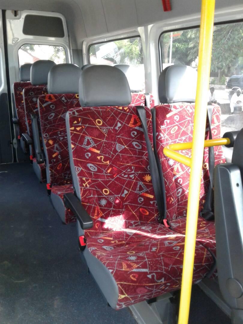 Minibus-Mercedes-Blanc-17-places